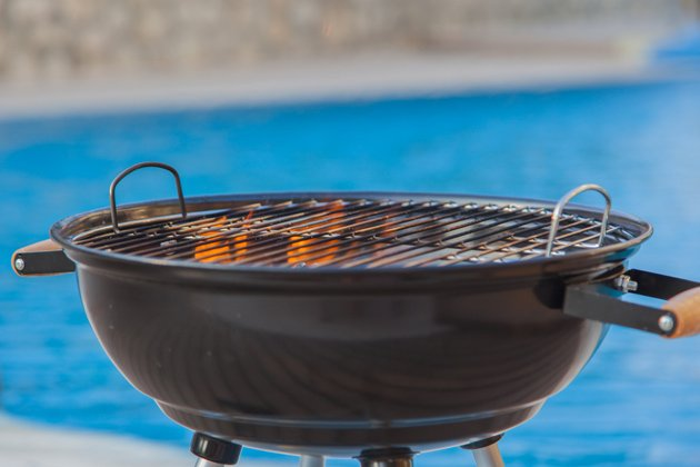 Charcoal Grill with Grilling Grate